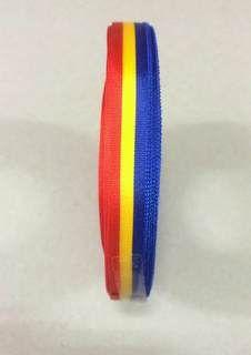 Medaille lint rood/geel/blauw 25 mtr op rol 10 mm