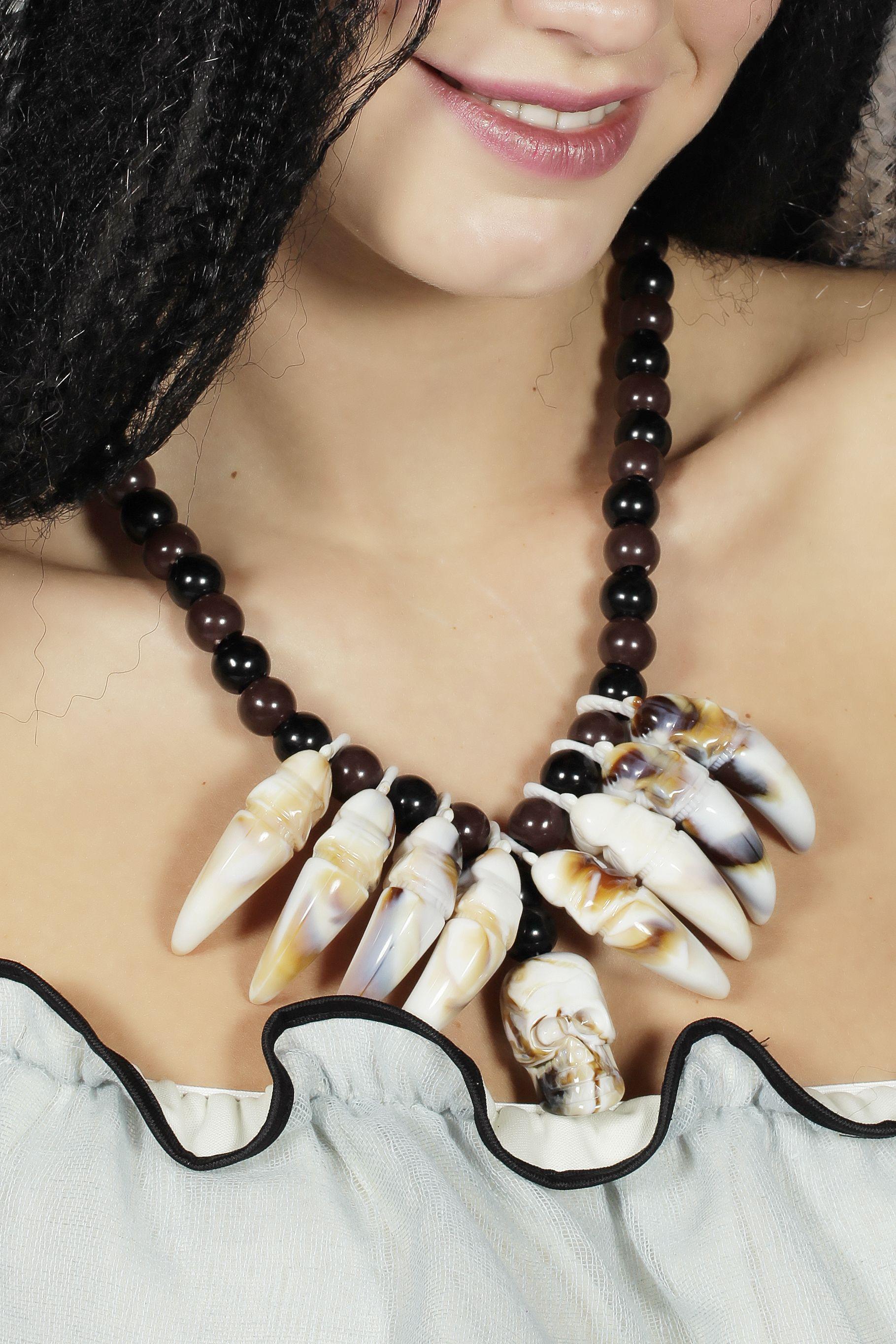 Ketting voodoo met tanden en doodskop