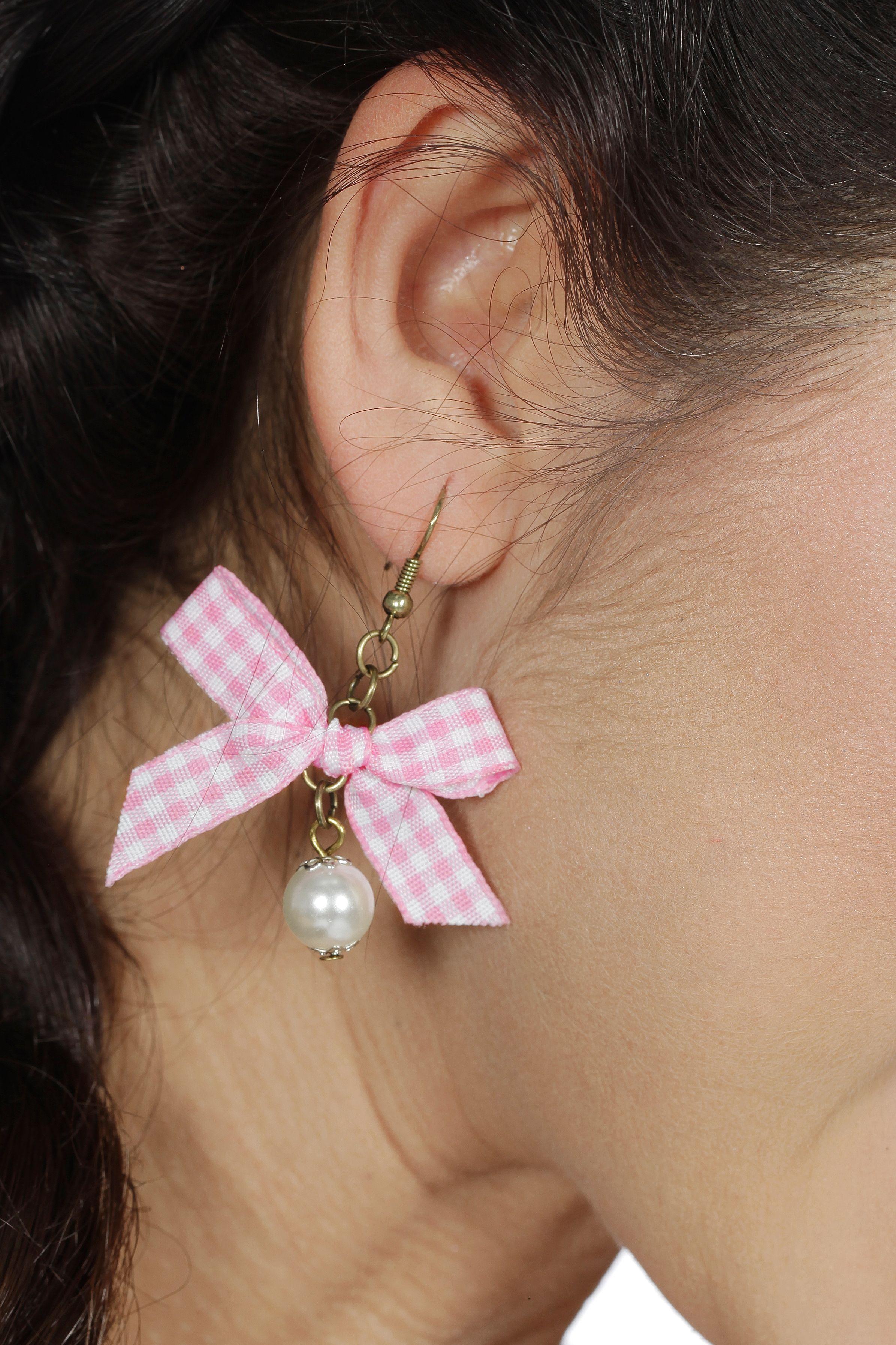 Oorbellen met parel en roze/wit geruit strikje
